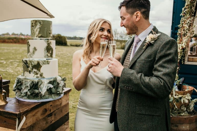 When should you order your wedding cake