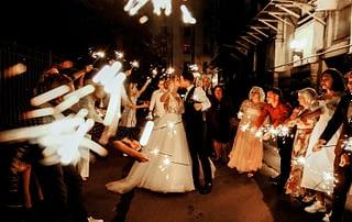 How to plan a Christmas wedding
